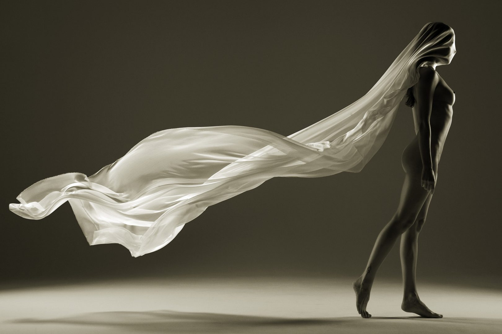 Naked girl with flying fabric on heat with Stefan Rappo