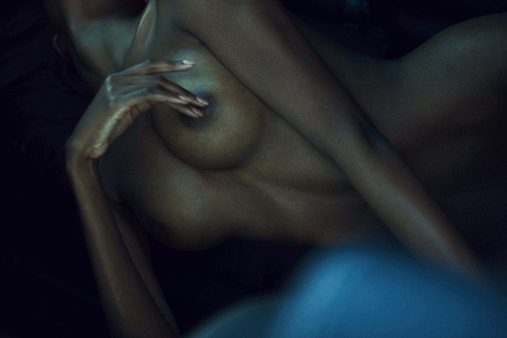 Body close up from naked girl in a car by Stefan Rappo