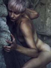 Thumbnail naked girl in nature