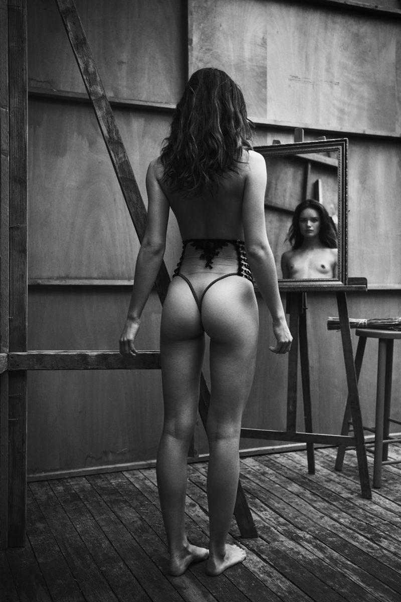girl in lingerie in atelier