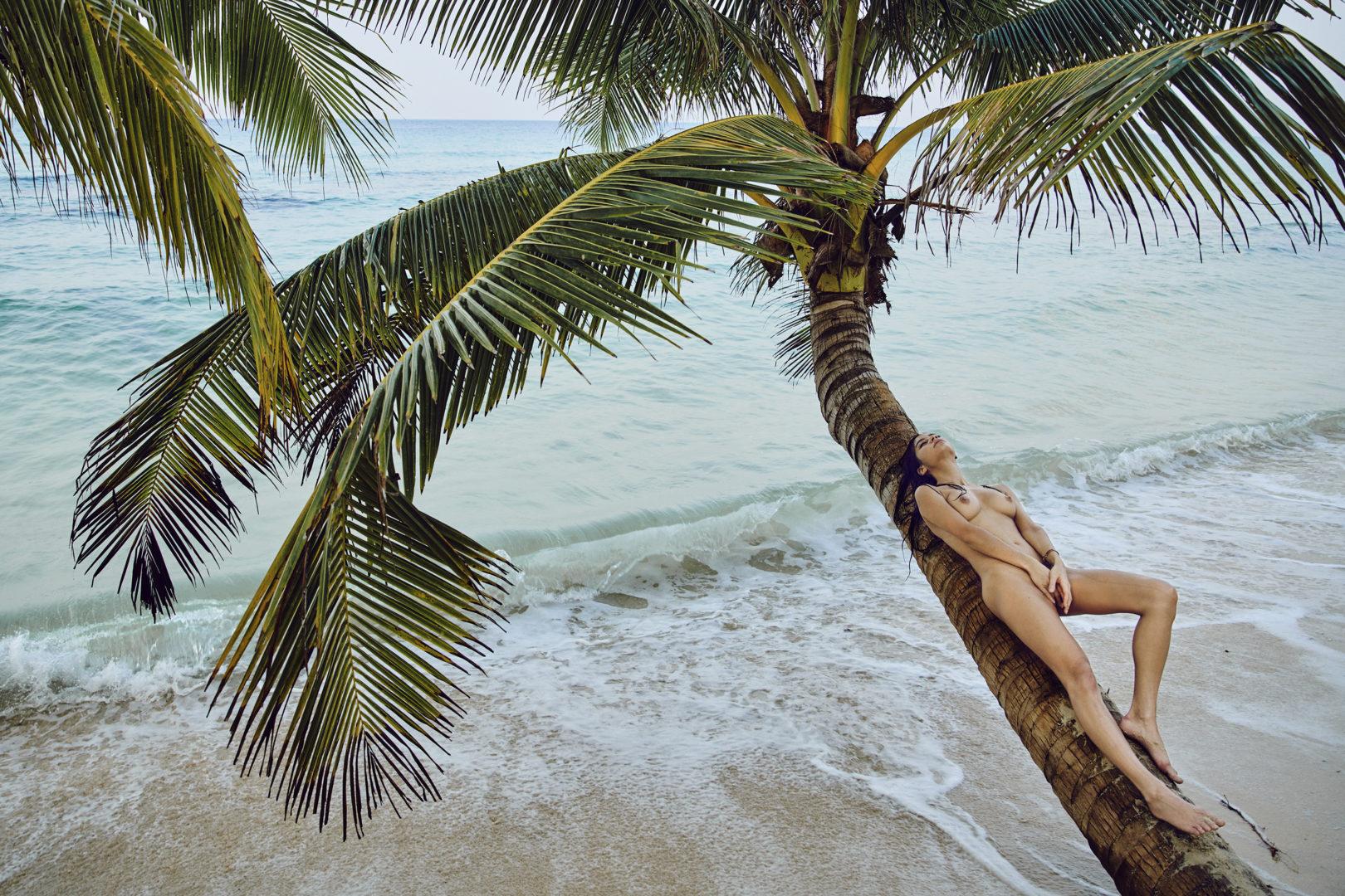 girl naked on the beach
