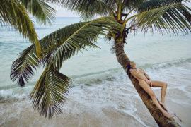 Thumbnail girl naked on the beach
